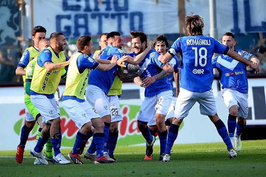 Brescia torna in A dopo 8 anni, festa grande tifosi