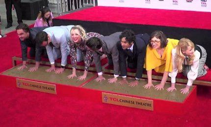"Usa, il cast di ""Big Bang Theory"" lascia le impronte a Hollywood"
