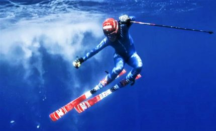 Federica Brignone in sci sott'acqua, la sfida contro la plastica