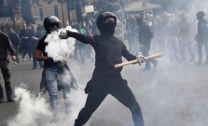 Genova, scontri antifascisti-polizia per comizio CasaPound