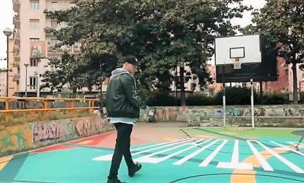 Il rapper Clementino dona un campo da basket ai giovani di Napoli