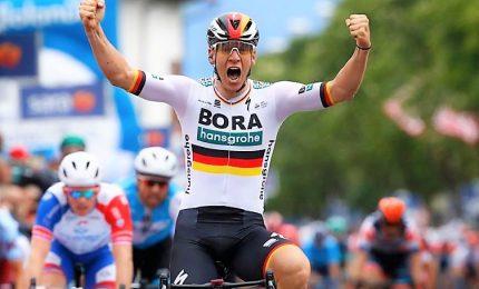 Giro, Ackermann vince il primo sprint. Viviani beffato