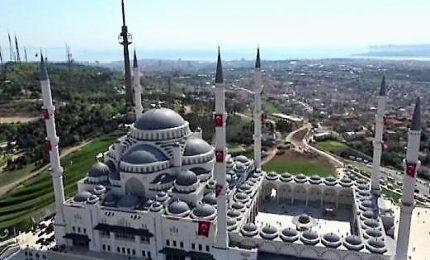 Inaugurata a Istanbul la più grande moschea della Turchia