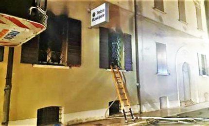 Incendio a Mirandola, in fiamme comando della polizia municipale