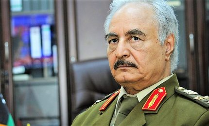 """Haftar chiama """"tutti i libici"""" a prendere le armi contro i turchi. Macron: """"Rischio escalation per interferenze militari"""""""