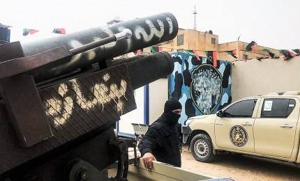 Haftar ora punta su Sirte, ancora morti in raid aerei. Abbattuto drone del generale libico