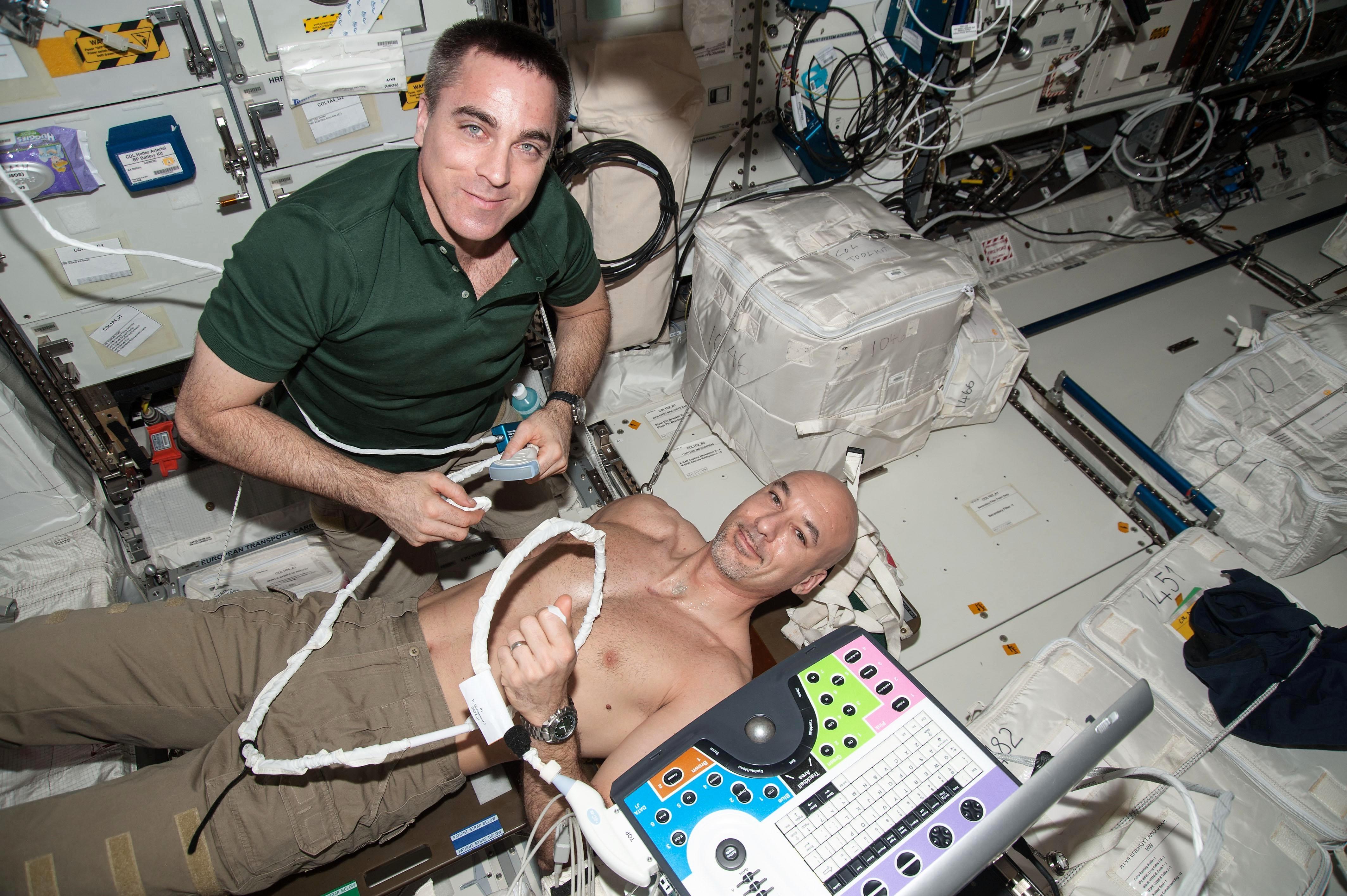 Per Luca Parmitano in vista nuove passeggiate spaziali