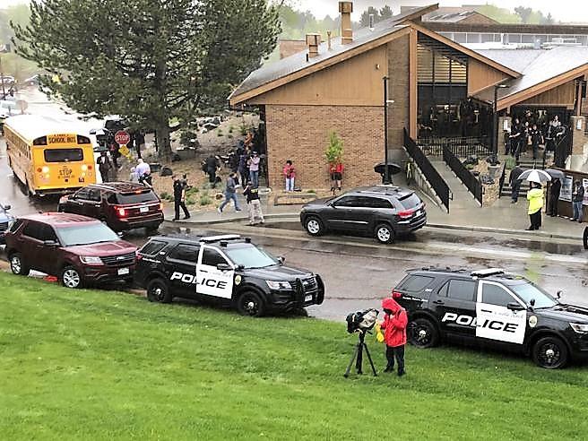 Sparatoria a scuola Denver, morto uno degli studenti feriti