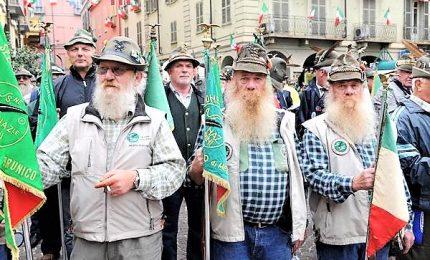 La carica dei 500mila, gli alpini sfilano a Milano per il centenario