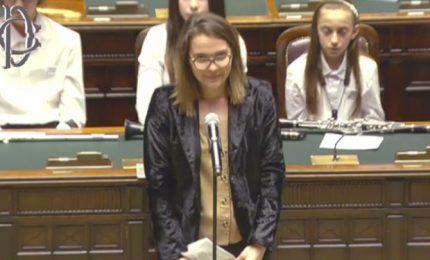 """Studentessa alla Camera: """"C'è clima di odio"""", e l'Aula applaude"""