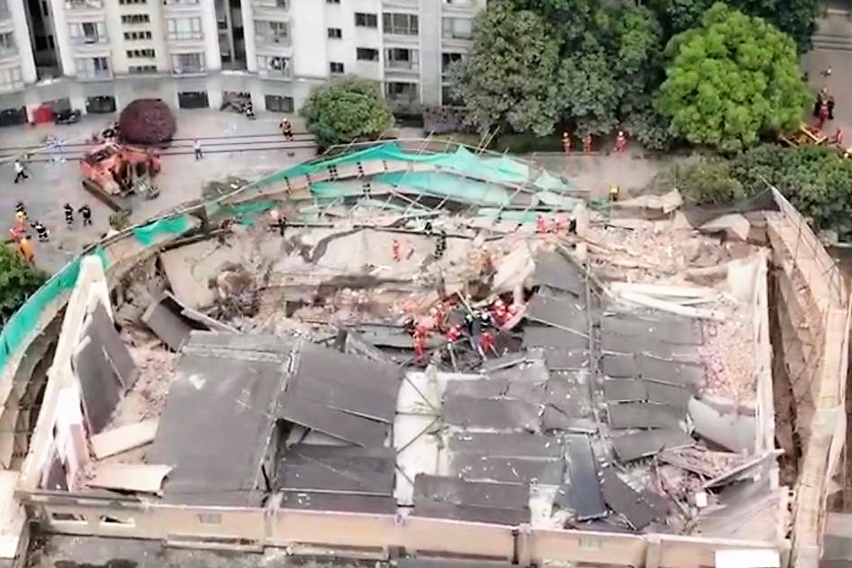 Edificio collassa a Shanghai, 5 morti accertati