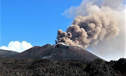 Lo spettacolo dell'Etna nuovamente in eruzione