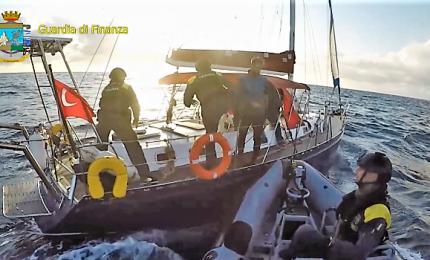 Cinque tonnellate di hashish su una barca, arrestati 3 turchi