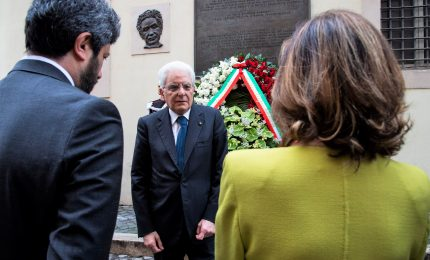 Mattarella depone corona in via Caetani per Aldo Moro