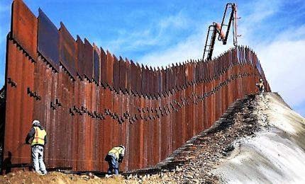 """Schiaffo a Trump, stop a costruzione muro Messico. Presidente Usa attacca giudice: """"Favore a crimine"""""""
