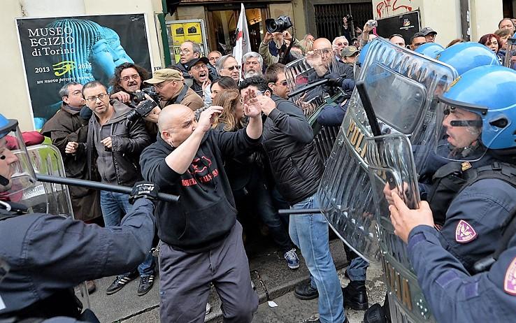 Scontri a Torino tra No Tav e polizia, tre feriti