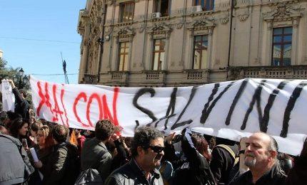 """""""Buffone"""" e """"Fascista"""", Salvini contestato a Catanzaro"""