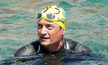 Trenta chilometri a nuoto con una gamba sola, l'impresa di Salvatore Cimmino