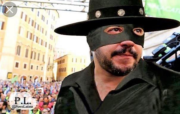 Il libro su Salvini e il pupazzetto Zorro scatenano l'ironia