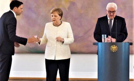 Merkel colpita di nuovo da improvviso tremore. Per la cancelliera al G20 un secondo aereo di riserva