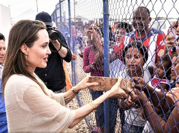 Sono 45 per Angelina Jolie: bellissima ed esempio per tante
