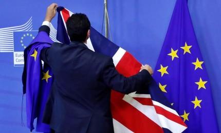 Johnson, tendo mano all'Ue ma backstop è morto. Bruxelles lo gela, accordo Brexit non si tocca