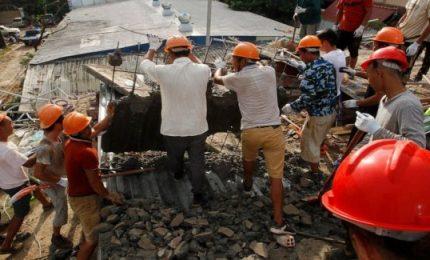 Crolla palazzo di sette piani in Cambogia, almeno 24 morti