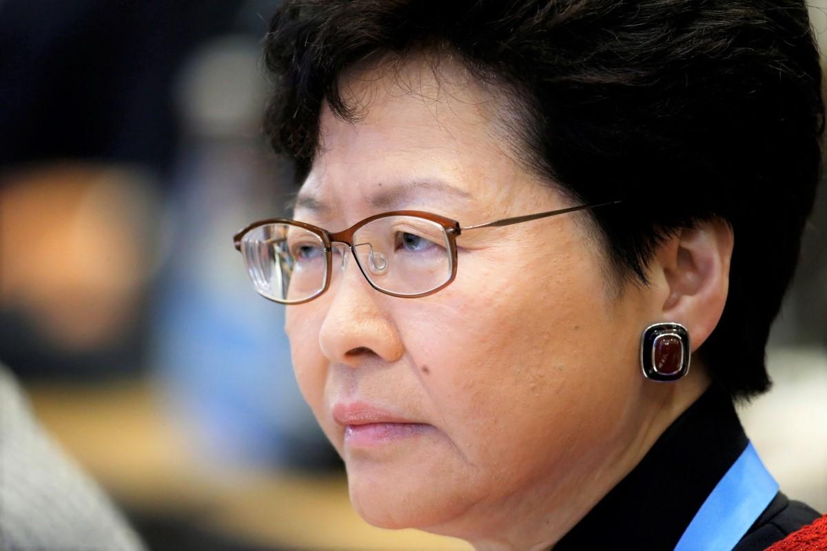 Honk Kong, centinaia di migliaia in piazza invocano dimissioni di Carrie Lam e stop a estradizione