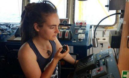 """Migranti ancora a bordo della Sea Watch, indagata la capitana. Conte: """"Stati Ue pronti ad accogliere i profughi"""""""