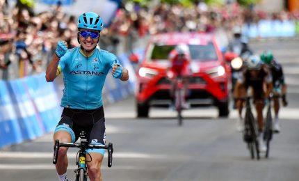 Giro d'Italia, tappa a Pello Bilbao. Carapaz rosa
