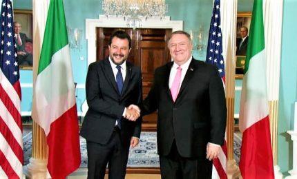 Stretta di mano tra Matteo Salvini e Mike Pompeo a Washington