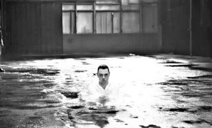 Black and white e riprese urban, il nuovo video di Tiziano Ferro