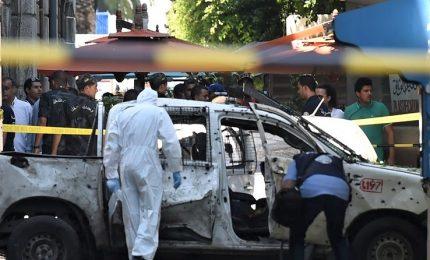 Doppio attentato a Tunisi, torna la tensione. Morti e feriti vicino ambasciata francese