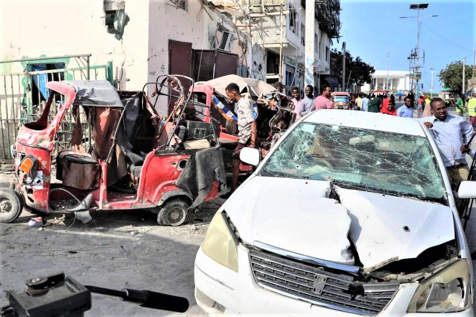 Autobomba vicino al parlamento a Mogadiscio, 8 morti