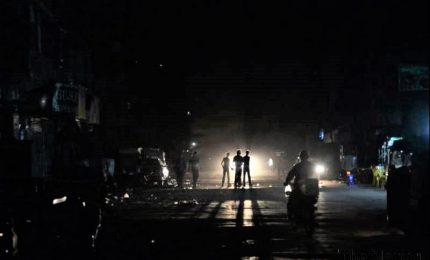 Maxi-blackout, mezzo Sud America al buio. Paralizzato aeroporto di Buenos Aires, fermi treni e autobus