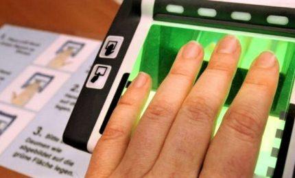 Varata legge contro i 'furbetti del cartellino': da impronte digitali a nuove assunzioni