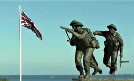 Macron, May e Trump commemorano in Francia il 75esimo D-day