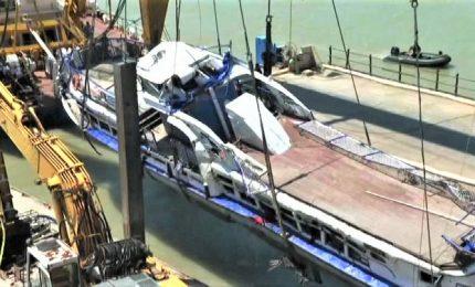 Ungheria, recuperati da Danubio il battello e 4 vittime naufragio
