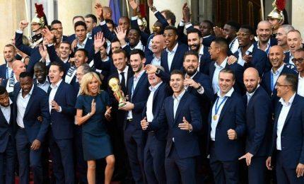 Francia, i bleues ricevono la Legion d'onore da Macron