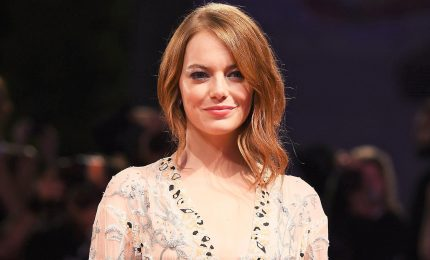Emma Stone si rompe una spalla al concerto delle Spice Girls