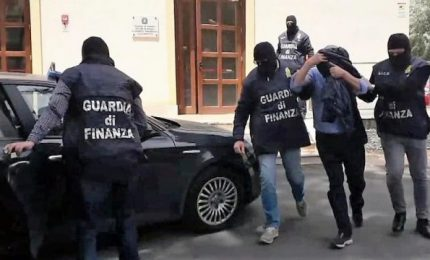 Maxi operazione contro la camorra a Napoli, 126 arresti Boss donna irreperibile