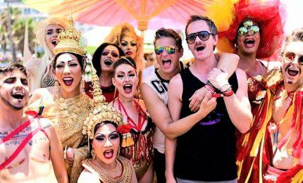 In migliaia al Gay Pride di Tel Aviv, una festa sul lungomare