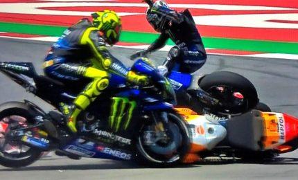 Catalogna: vittoria di Marquez, terzo Petrucci. Un errore di Lorenzo travolge Rossi e Dovi