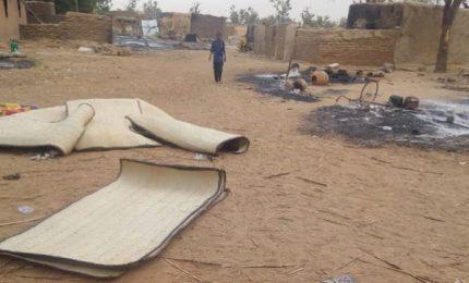 Attacco a un villaggio, 100 morti a Mali