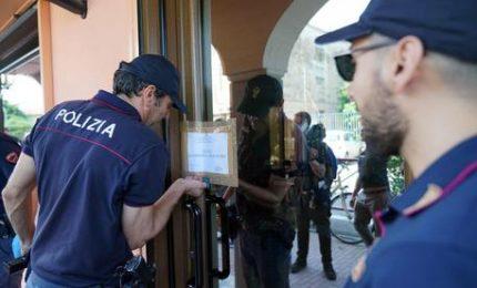 Richiedente asilo aggredisce tabaccaio a Napoli, consegnato a polizia