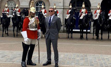 """""""Bond 25"""", le prime immagini di Daniel Craig sul set a Londra"""