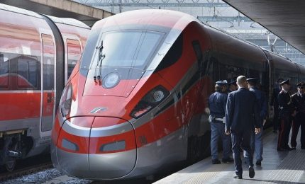 Sabotaggio cabina elettrica, Italia tagliata in due. Ed è scontro politico