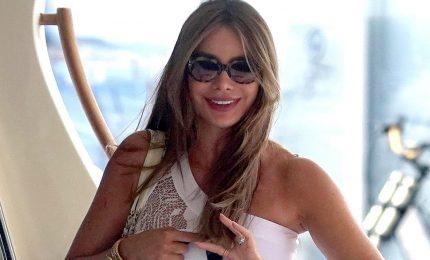 """Sofia Vergara si scatena con """"Despacito"""" nella notte di Capri"""