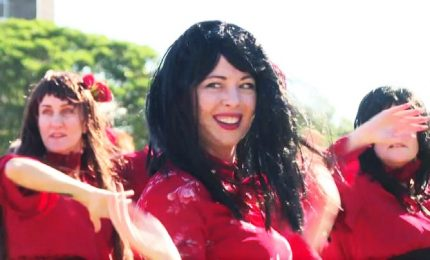 "Flash mob dei fan di Kate Bush ricrea la hit ""Wuthering Heights"""