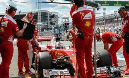 """Pole di Hamilton, disastro Ferrari. Il britannico: """"E' incredibile"""""""